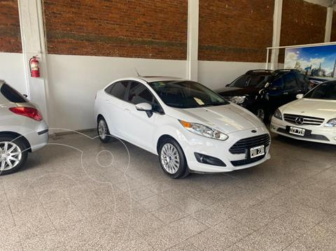 Ford Fiesta Kinetic Sedan Titanium usado (2016) color Blanco Oxford precio $1.390.000