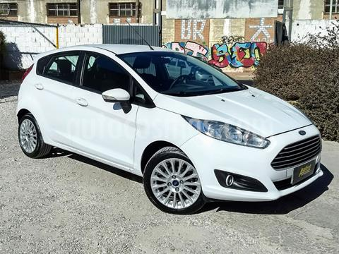 foto Ford Fiesta Kinetic Sedán SE Plus Aut usado (2017) color Blanco precio $700.000