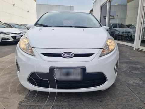 Ford Fiesta Kinetic Titanium usado (2013) color Blanco Oxford precio $1.009.900