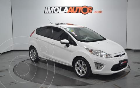 Ford Fiesta Kinetic Titanium usado (2013) color Blanco Oxford precio $950.000
