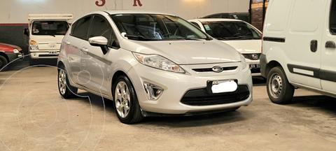 Ford Fiesta Kinetic Titanium usado (2011) color Plata precio $1.220.000