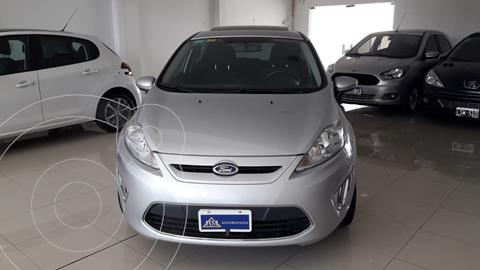 Ford Fiesta Kinetic Titanium usado (2012) color Gris precio $1.290.000