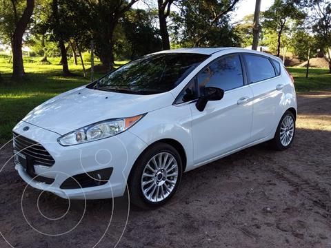 Ford Fiesta Kinetic Titanium Powershift usado (2015) color Blanco Oxford precio $1.190.000