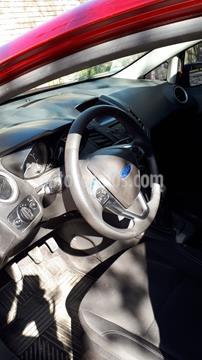 Ford Fiesta Kinetic SE  usado (2016) color Rojo Rubi precio $800.000