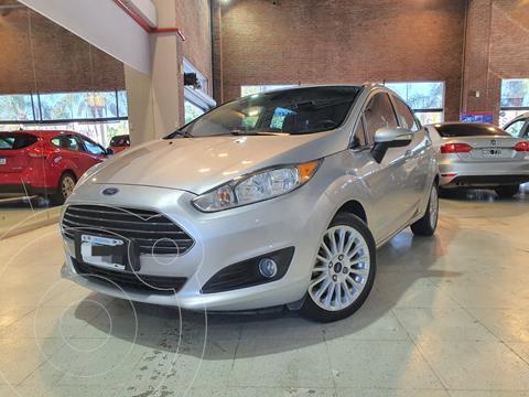 Ford Fiesta Kinetic Titanium usado (2016) color Gris Mercurio financiado en cuotas(anticipo $790.000)