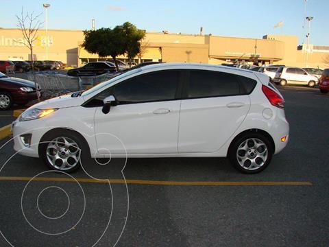 Ford Fiesta Kinetic Titanium usado (2014) color Blanco precio $1.075.000
