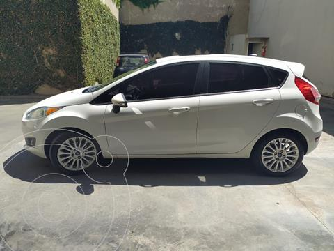 Ford Fiesta Kinetic SE Plus Powershift usado (2013) color Blanco precio $1.000.000