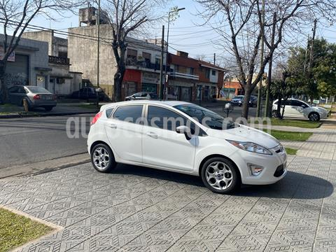 Ford Fiesta Kinetic Titanium usado (2013) color Blanco Oxford precio $859.000
