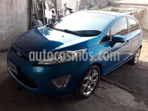 foto Ford Fiesta Kinetic Titanium usado (2013) color Azul Mediterráneo precio $980.000