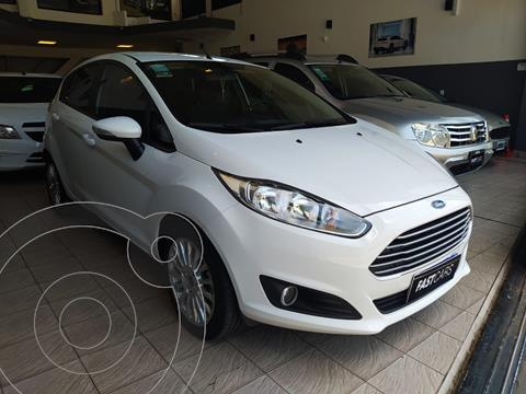 Ford Fiesta Kinetic SE  usado (2016) color Blanco Oxford financiado en cuotas(anticipo $798.000)