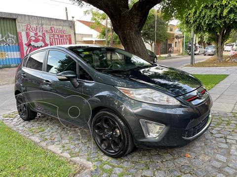 Ford Fiesta Kinetic Titanium usado (2011) color Gris precio $840.000