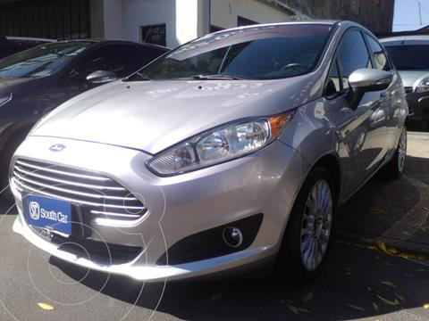 Ford Fiesta Kinetic Titanium Powershift usado (2014) color Gris Claro precio $1.155.000