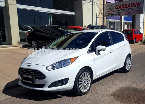 Ford Fiesta Kinetic Titanium Powershift usado (2015) color Blanco precio $1.300.000