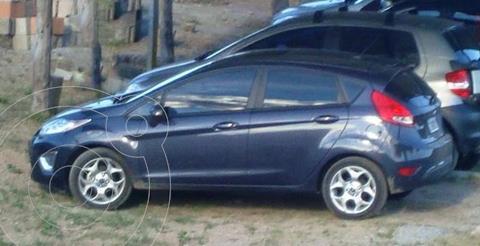 Ford Fiesta Kinetic Titanium usado (2013) color Azul Mediterraneo precio $930.000