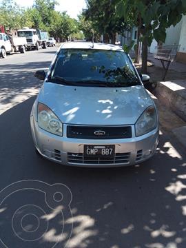 Ford Fiesta Max Ambiente usado (2007) color Gris precio $450.000