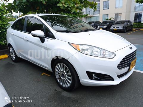 Ford Fiesta Sedan Titanium Aut usado (2015) color Blanco Oxford precio $32.000.000