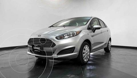 Ford Fiesta Sedan Version usado (2015) color Plata precio $142,999