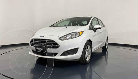 Ford Fiesta Sedan Version usado (2015) color Blanco precio $159,999