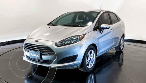 Ford Fiesta Sedan Version usado (2015) color Plata precio $147,999