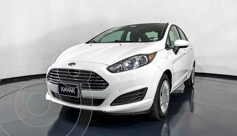 Ford Fiesta Sedan Version usado (2015) color Blanco precio $152,999