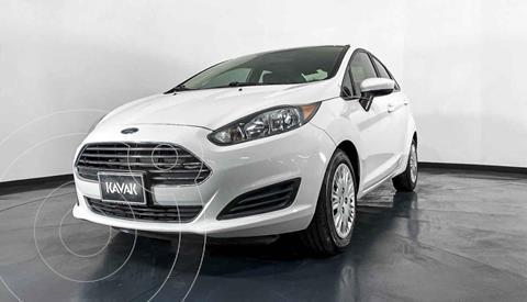 Ford Fiesta Sedan Version usado (2015) color Blanco precio $149,999