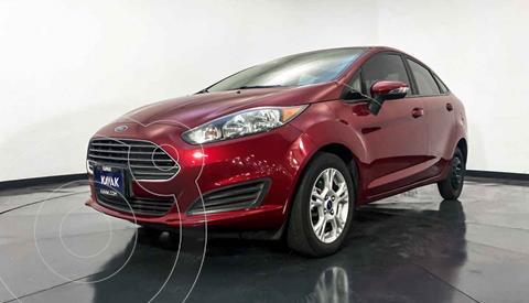 Ford Fiesta Sedan Version usado (2015) color Rojo precio $159,999
