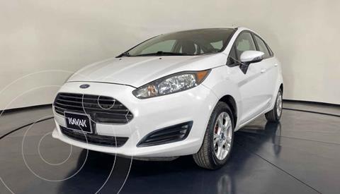 Ford Fiesta Sedan Version usado (2015) color Blanco precio $154,999