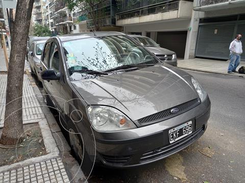 Ford Fiesta  5P Ambiente usado (2004) color Gris precio $550.000