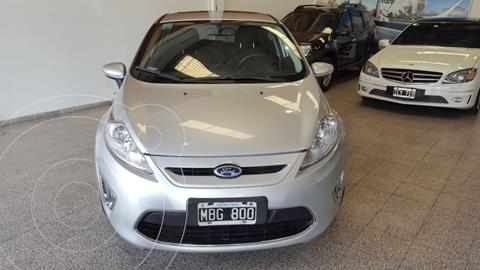 Ford Fiesta  5P Titanium Kinetic Design usado (2013) color Gris financiado en cuotas(anticipo $575.000)