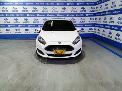 Ford Fiesta SE usado (2015) color Blanco Oxford financiado en cuotas(anticipo $5.000.000)