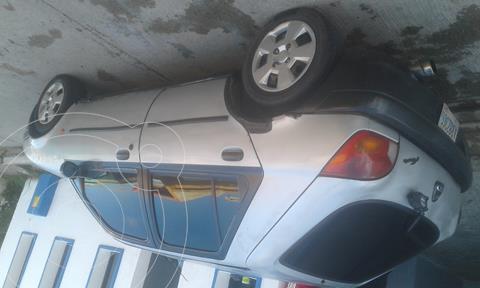 Ford Fiesta sedan usado (1999) color Plata precio u$s800