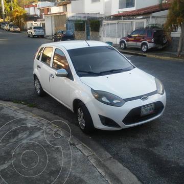 Ford Fiesta Move Aut usado (2012) color Blanco precio u$s3.900