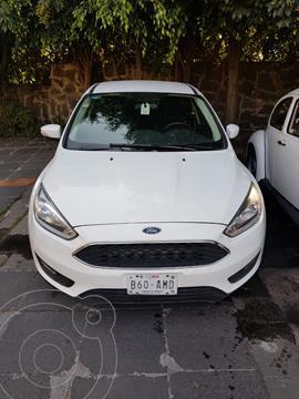 Ford Focus Hatchback SE Appearance Aut usado (2015) color Blanco precio $145,000