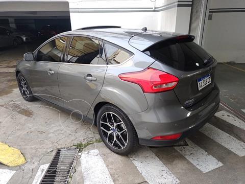 Ford Focus 5P 2.0L Titanium usado (2016) color Gris Mercurio financiado en cuotas(anticipo $1.000.000 cuotas desde $61.000)