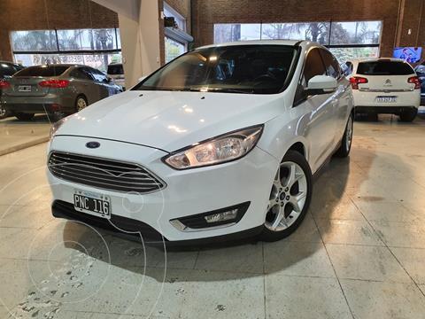 Ford Focus 5P 2.0L SE usado (2016) color Blanco Oxford financiado en cuotas(anticipo $990.000)