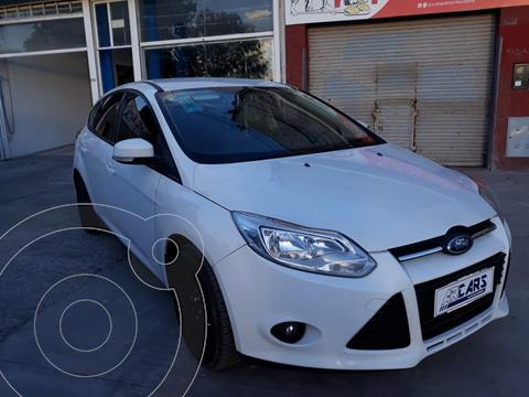 Ford Focus 5P 2.0L SE usado (2014) color Blanco Oxford financiado en cuotas(anticipo $700.000)