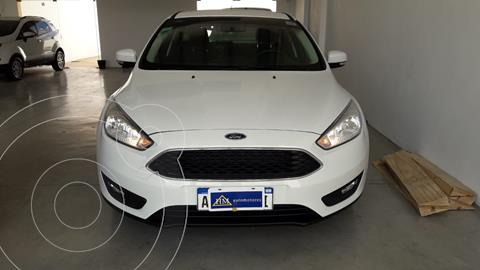 Ford Focus 5P 1.6L S usado (2017) color Blanco financiado en cuotas(anticipo $900.000)