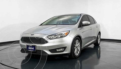 Ford Focus Version usado (2015) color Plata precio $194,999