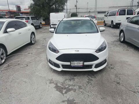 Ford Focus Version usado (2016) color Blanco precio $300,000
