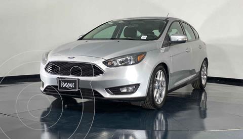 Ford Focus Version usado (2015) color Plata precio $172,999