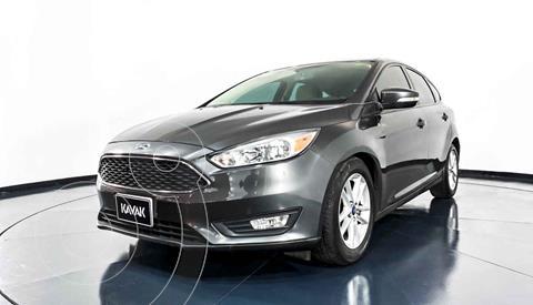 Ford Focus Version usado (2015) color Beige precio $177,999
