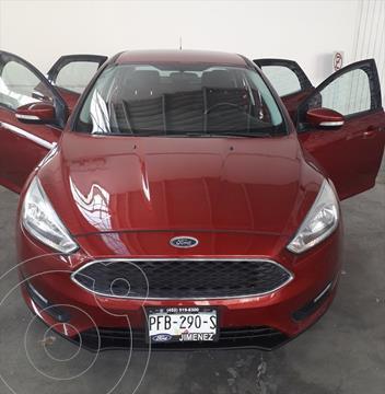 Ford Focus SE 4 PTAS AT usado (2015) color Rojo precio $178,000