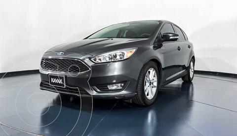 Ford Focus Version usado (2015) color Gris precio $177,999