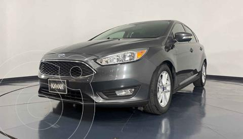 Ford Focus Version usado (2015) color Gris precio $182,999
