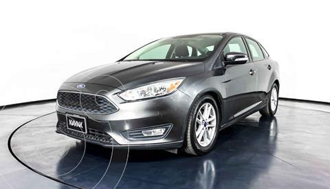 Ford Focus Version usado (2015) color Gris precio $202,999