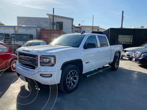 GMC Sierra Crew Cabina All Terrain 4x4 usado (2017) color Blanco precio $615,800