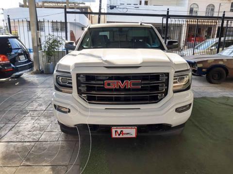 GMC Sierra Crew Cabina All Terrain 4x4 usado (2017) color Blanco precio $680,000