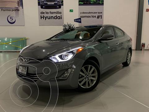 Hyundai Elantra Limited Aut usado (2015) color Gris Oscuro precio $200,000