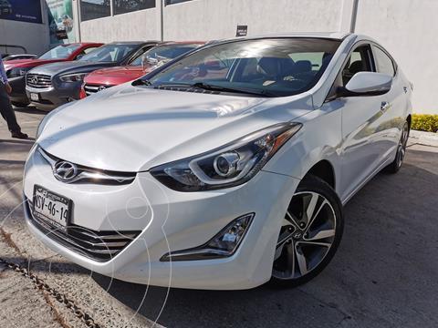 Hyundai Elantra Limited Tech Aut usado (2015) color Blanco precio $200,000
