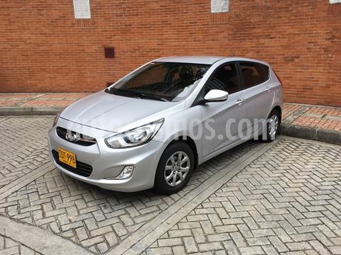 Hyundai i25 1.6 Full usado (2015) color Plata precio $33.500.000